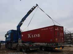 Sea container transport with crane