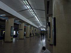 Jishuitan station platform, Line 2.jpg