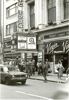 Quadrophenia film, Oxford Street Central London England in 1979 Vintage London, Old London, East London, London Pubs, London History, British History, Old Pictures, Old Photos, Vintage Photos