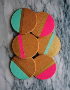 DIY Holidays: Painted Cork Coasters – In-house Factory Cork Crafts, Diy Crafts, Diy Craft Projects, Tile Projects, Cork Coasters, Ideas Geniales, Crafty Craft, Crafting, Craft Sale