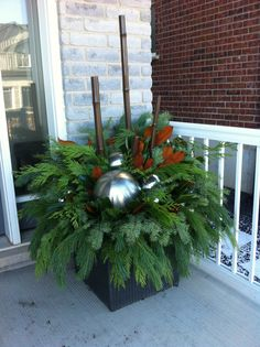 2013 - winter planter at top of steps
