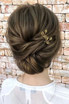 wedding hairstyles for medium hair loose chignon with golden hairpin leaves hair_by_zolotaya via instagram #weddinghairstyles