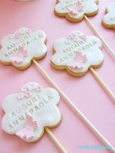 fondant cookies Lollipop Cookies, Butterfly Cookies, Fondant Cookies, Galletas Cookies, Flower Cookies, Cupcakes, Cupcake Cookies, Sugar Cookies, Baptism Cookies