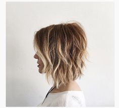 The bob hairstyles look great on women of all ages. Bob hairstyle is timeless and ageless. Here are the most glamorous bob hairstyles for women. Textured Bob Hairstyles, Messy Bob Hairstyles, Short Hairstyles For Women, Neck Length Hairstyles, Inverted Hairstyles, Hairstyles Pictures, Hairstyles 2018, Hairdos, Trendy Hairstyles