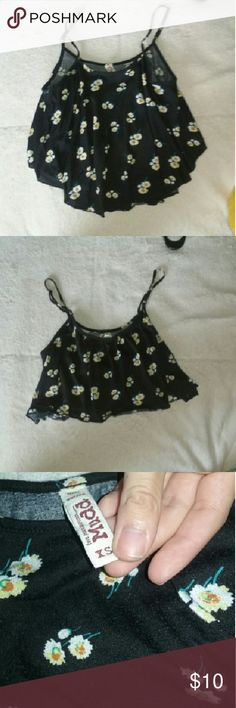 Flowy Cropped Tank top Feel free to offer:) you never know what ill say ~ Worn at most 4 times ~ PERFECT CONDITION. ~ mostly true size  ? the front is longer than the back so perfect top to go with high waisted shorts :) Mudd Tops Tank Tops