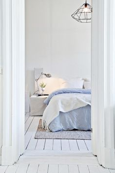 Sovrummet nås från vardagsrummet. Bjurfors.se