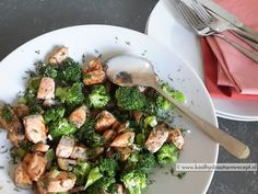 Makkelijk te maken gezonde maaltijdschotel: Zalm met broccoli en champignons, pure smaken en lekker zomers. Broccoli is prachtig, veelzijdig en gezond!
