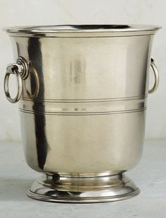 Using techniques passed down through generations, the Taverna Wine Bucket combines the highest quality of pewter with the handmade craftsmanship of Italian artisans.