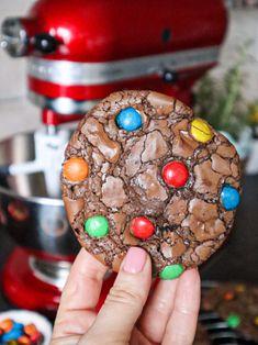 Brownie cookies, crocante  la exterior, cremoase la interior Brownies, Caramel, Turquoise, Brownie Cookies, Desserts, Food, Recipes, Interiors, Pie