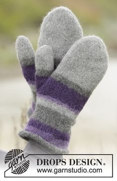 "Polar stripes / DROPS - free knitting patterns by DROPS design Polar Stripes - Knitted and felted DROPS mittens in ""Lima"" with stripes. - Free pattern by DROPS Design Record of Knitti. Knitted Mittens Pattern, Knit Mittens, Knitting Socks, Knitting Stitches, Knitting Patterns Free, Free Knitting, Crochet Patterns, Felt Patterns, Free Pattern"