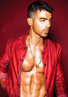 Joe Jonas, i knew there was a good reason why i used to have a crush on him :)