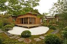 diseños de casas pequeñas con jardin bonito