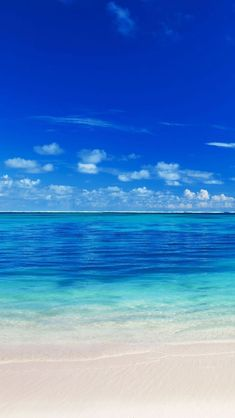 Wallpaper Android - Peaceful Ocean Sea Blue Lovely & I will Want to be here in the Beach Right Now. - Wallpaper World Wallpaper Praia, Iphone Wallpaper Water, Beachy Wallpaper, Summer Wallpaper, Wallpaper Samsung, Galaxy Wallpaper, Trendy Wallpaper, Tropical Wallpaper, Wallpaper Earth