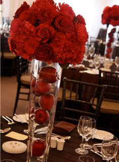 Get Unique Wedding Flower Centerpieces On A Budget That Look Professional And Beautiful - Pretty Bride Now Apple Centerpieces, Apple Decorations, Wedding Table Centerpieces, Flower Centerpieces, Wedding Decorations, Decor Wedding, Centrepieces, Apple Red Wedding, Snow White Wedding