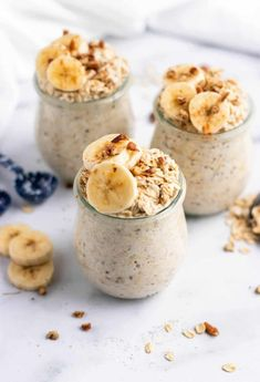 Delicious and healthy overnight oats recipes for the perfect, make ahead breakfast! Make these amazing overnight oats and wake up with breakfast ready to go! Make Ahead Breakfast, Breakfast Recipes, Breakfast Bars, Health Breakfast, Breakfast Smoothies, Breakfast Dishes, Breakfast Ideas, Overnight Oatmeal, Köstliche Desserts