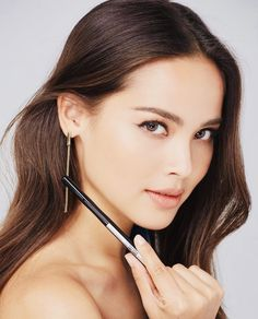 Urassaya Sperbund As Roma, Best Eyebrow Products Drugstore, Asian Eyebrows, Eyebrow Styles, Lazy Hairstyles, Perfect Brows, Perfect Nose, Celebrity Stars, Eye Makeup Art