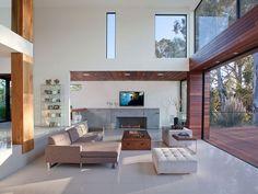 Luxusvilla wohnzimmer lounge ledertruhe statt kaffeetisch