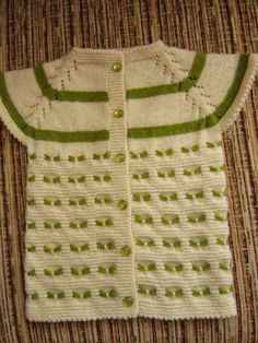 This Pin was discovered by Zeh Knitting For Kids, Baby Knitting Patterns, Crochet For Kids, Knitting Designs, Baby Patterns, Crochet Baby, Baby Barn, Baby Pullover, Baby Dresses