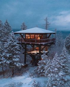 Tree house cabin winter retreat in Georgetown Maine - Modern Cabin Homes, Log Homes, Tree House Homes, Tree House Interior, Room Interior, Georgetown Maine, Whitefish Montana, Lookout Tower, Tree House Designs