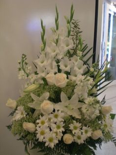 Montreal Florist — It's beautiful flowers arrangement. Funeral Floral Arrangements, Easter Flower Arrangements, Flower Arrangement Designs, Beautiful Flower Arrangements, White Flowers, Beautiful Flowers, Flower Designs, Flower Ideas, Unique Flowers