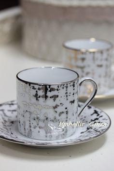 「ゴールド&プラチナ ツイード柄のカップ&ソーサー」の画像|東京・銀座 ポーセラーツ・ポーセリンア… |Ameba (アメーバ) Kitchenware, Tableware, Japanese Porcelain, Pots, China Patterns, Porcelain Ceramics, Tea Set, Cup And Saucer, Tea Time