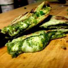 Emmm....yes! I NeeD a food processor so badly. Spinach Pesto Quesadilla on spinach Tortillas