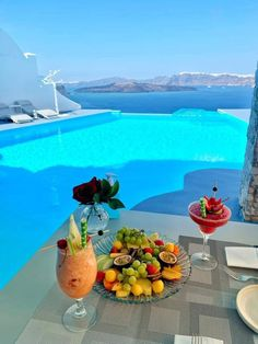 Santorini House, Santorini Greece, Mykonos, Refreshing Summer Cocktails, Paradise Found, Hotels And Resorts, Fine Dining, Nice View, Beautiful Places
