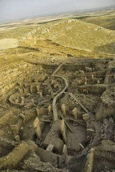 Göbeklitepe ya da Göbekli Tepe, Şanlıurfa il merkezinin yaklaşık olarak 22 km. kuzeydoğusunda, Örencik Köyü yakınlarında yer alan dünyanın bilinen en eski kült yapılar topluluğudur.