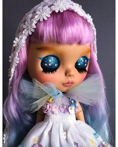 Custom Blythe Dolls - fabulous creatures by MikiArtShop Tan Girls, Valley Of The Dolls, Sleepy Eyes, C2c, Custom Dolls, Blythe Dolls, Headdress, Bella, Art Dolls