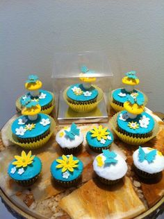 Flowers and butterflies cupcakes Butterfly Cupcakes, Cupcake Cakes, Shower Ideas, Butterflies, Fairy, Sweets, Baby Shower, Eat, Birthday