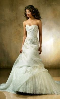 Used Pronovias Wedding Dress Leman, Size 10  | Get a designer gown for (much!) less on PreOwnedWeddingDresses.com