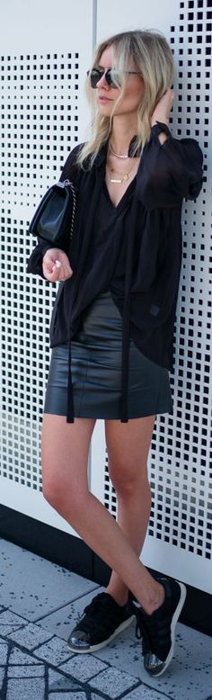 Lisa R V D Everything Black Outfit Idea