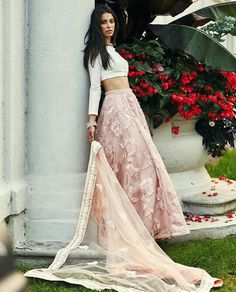 How to Select the Best Modern Saree for You? Indian Look, Dress Indian Style, Indian Dresses, Indian Wedding Outfits, Pakistani Outfits, Indian Outfits, Indian Clothes, Indian Lehenga, Lehenga Designs