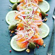 Salmon sashimi with capers  red onion and lime . #salmon #sashimi #lime #redonions #onion #capers #marinated #rowfood #saraskitchen #foodiswow #homemade #homefood #homecooking #homyfood