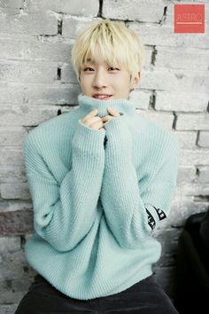 Haven't seen thus cute face in a while  Astro - JinJin