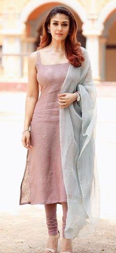 Simple Kurti Designs, Kurta Designs Women, Blouse Designs, Churidhar Designs, Indian Designer Outfits, Indian Outfits, Pakistani Outfits, Indian Fashion Salwar, Salwar Pattern