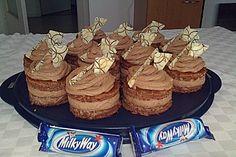 Milky Way Törtchen (Rezept mit Bild) von Mini Desserts, No Bake Desserts, Tartelette, Party Finger Foods, Mini Cookies, Ron, Appetizers For Party, Milky Way, Bread Baking