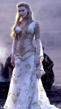 Fantasy and Medieval Fashion. Angel Callisto from Season 5 Xena: Warrior Princess Medieval Fashion, Medieval Dress, Medieval Clothing, Medieval Girl, Pretty Dresses, Beautiful Dresses, Boho Beautiful, Beautiful Clothes, Boho Dress