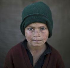 15 retratos sobrecogedores de niños afganos refugiados en Pakistán (FOTOS) Hazrat Babir, siete años        -Muhammed Muheisen (GTRES)