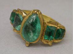 Emerald Ring c. 16th Century| Centre de documentation des musées - Les Arts Décoratifs