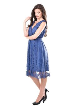 Stylish dress in purple. The model is made of a beautiful lace overlay and a jersey lining. The cut is flared which makes you look feminine and glamorous. The dress is very elegant and gurantees for your perfect formal look.