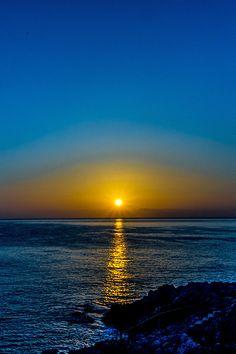 Sizilien - Sonnenaufgang über dem Golf von Termini Imerese. Tipps für euren Urlaub auf der Sonneninsel: http://www.trip-tipp.com/sizilien/urlaub.htm #sicily #sicilia