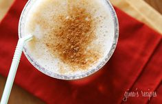 This healthy pumpkin oatmeal shake is a perfect breakfast smoothie on the go! It's also super rich in tons of vitamins, minerals, fiber and antioxidants. Pumpkin Smoothie, Oatmeal Smoothies, Healthy Smoothies, Healthy Snacks, Healthy Eating, Healthy Recipes, Ww Recipes, Fruit Smoothies, Skinnytaste Recipes