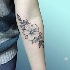 What does hibiscus tattoo mean? We have hibiscus tattoo ideas, designs, symbolism and we explain the meaning behind the tattoo. Trendy Tattoos, Cute Tattoos, Beautiful Tattoos, Flower Tattoo Arm, Flower Tattoo Designs, August Flower Tattoo, Tattoo Flowers, Foot Tattoos, Body Art Tattoos