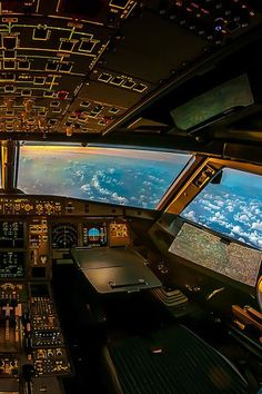 Aerospace and Engineering: Flight Deck Image Avion, Photo Avion, Aviation Theme, Aviation Art, Commercial Aircraft, Commercial Plane, Flight Deck, Jet Plane, Air Travel