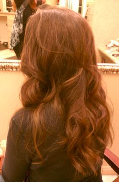 Glamorous Long Wavy Hairstyles for Women You Must Consider This Year Easy Hairstyles For Long Hair, Long Wavy Hair, Wavy Hairstyles, Popular Hairstyles, Glamour, Long Hair Styles, Beauty, Women, Long Hairstyle