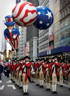 Fife and Drum | Macy's Annual Christmas Parade - Alex is that drummer right in the middle! #proudsistermoment