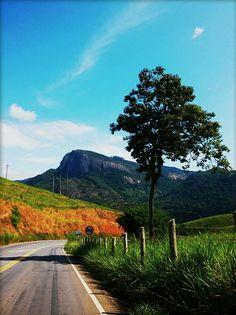 Estrada para Santa Teresa com vista  para o Goiapaba-açu.
