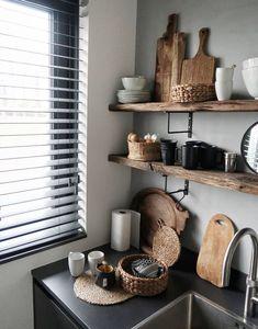 Apartment Kitchen, Kitchen Interior, New Kitchen, Kitchen Decor, Kitchen Shelves, Open Shelves, Kitchen Wood, Kitchen Ideas, Black Kitchens