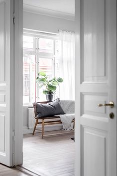 Scandinavian-Home-Tour-White-Livingroom-Styling-Decor